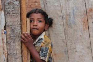 En forventningsfull jente før barnemøte